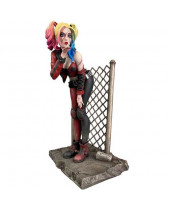 DC Gallery PVC socha Dceased Harley Quinn 20 cm
